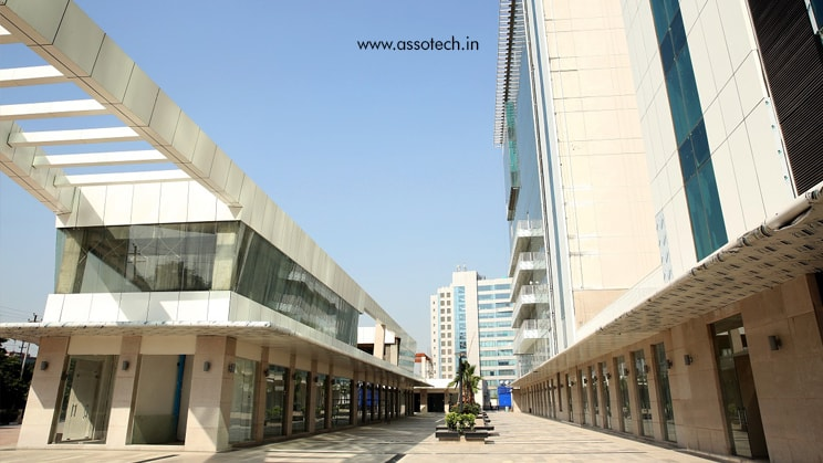 Seize the opportunity with IT park in Noida Expressway!